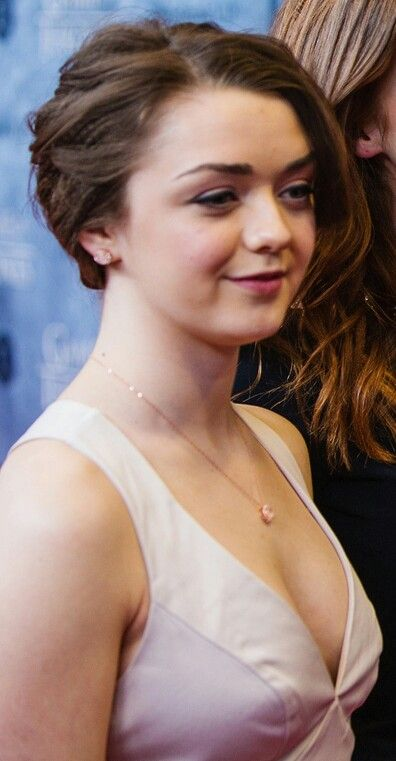 e40c686b7d42df4077a376d7eae6f46f - GOT's Arya Stark-Sexy Images|Top 40 Seducing Pictures Of Maisie Williams will surely surprise you