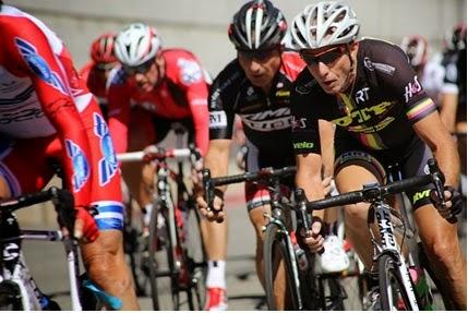 ded8f60ab Ciclismo de BMX (ou bicicross)  bicicross é uma modalidade de sucesso entre  públicos de todas as idades. Teve origem a este nome