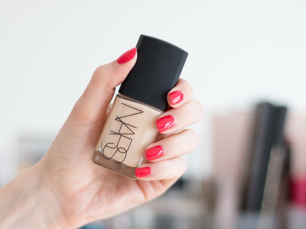 Nars Sheer Glow Foundation in Gobi Verpackung