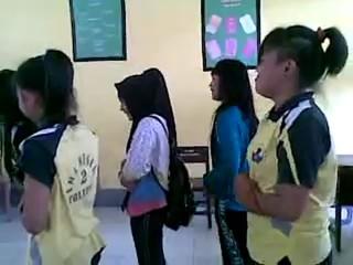 Beredar Video SMA Mempermainkan Shalat