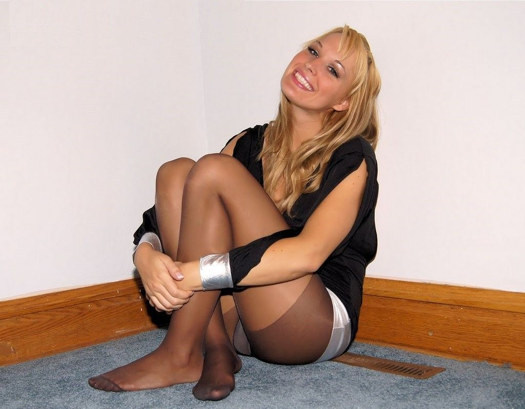 Amazing candid nylon feet and soles 7