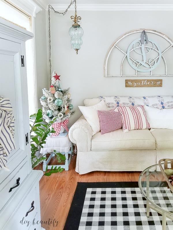 red and aqua sitting room