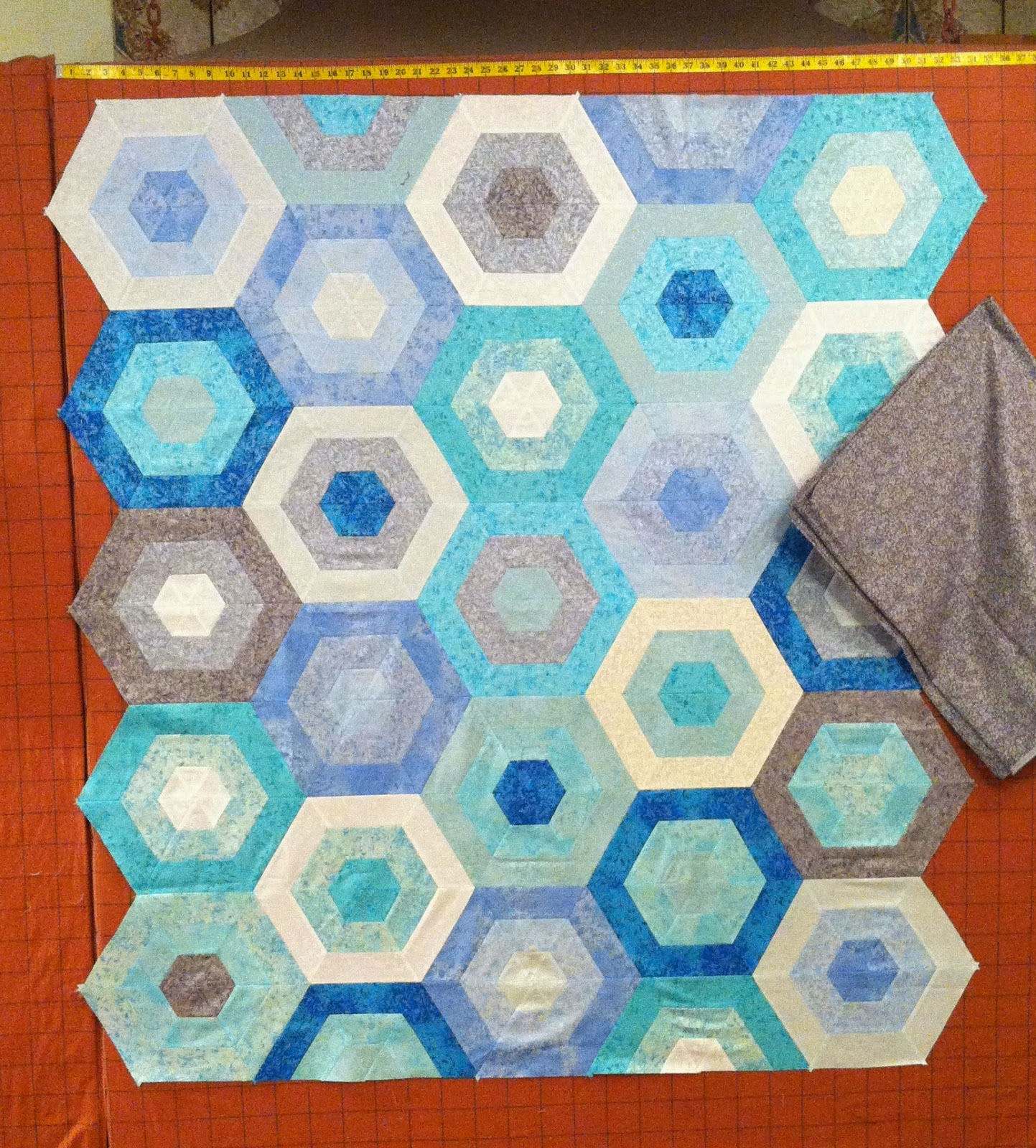 Hexagon Quilt - Love the colors and the overall look here!