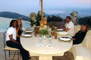 Tina Turner con su hijo Ronnie Turner y su nuera Haffida en su mansión de Mougins, al sur de Francia (2008)