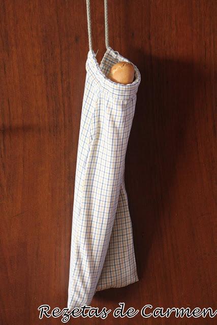 Como hacer una bolsa para el pan con una camisa vieja