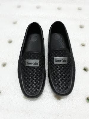 giày nhựa đi nước mưa biển