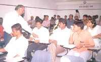 Dr U Srinivasa Raghavan explaining certain points to the participants on communication gap