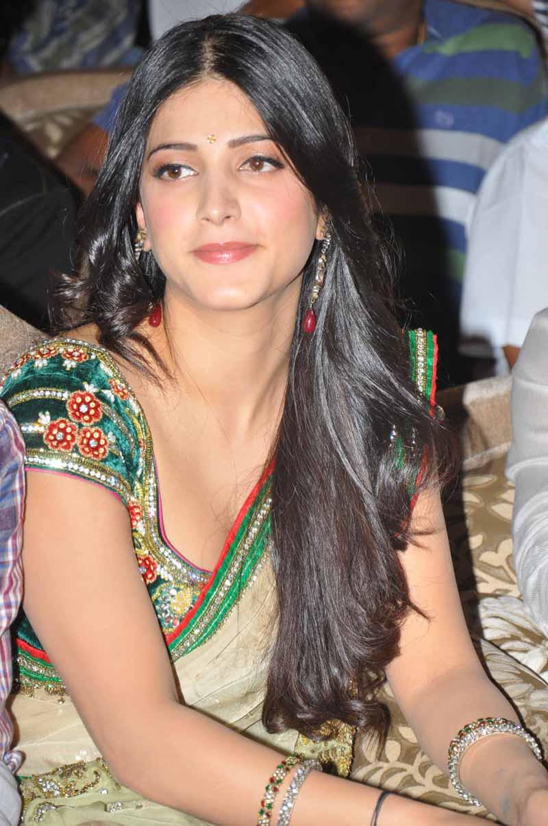 Actress Shruti Hassan Beautiful Hd Saree Pictures - Cap-4934