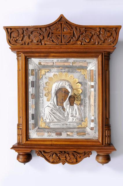 Η σπάνια ρωσική εικόνα της Παναγίας του Καζάν του 17ου αιώνα με ενσωματωμένα λείψανα 19 αγίων.