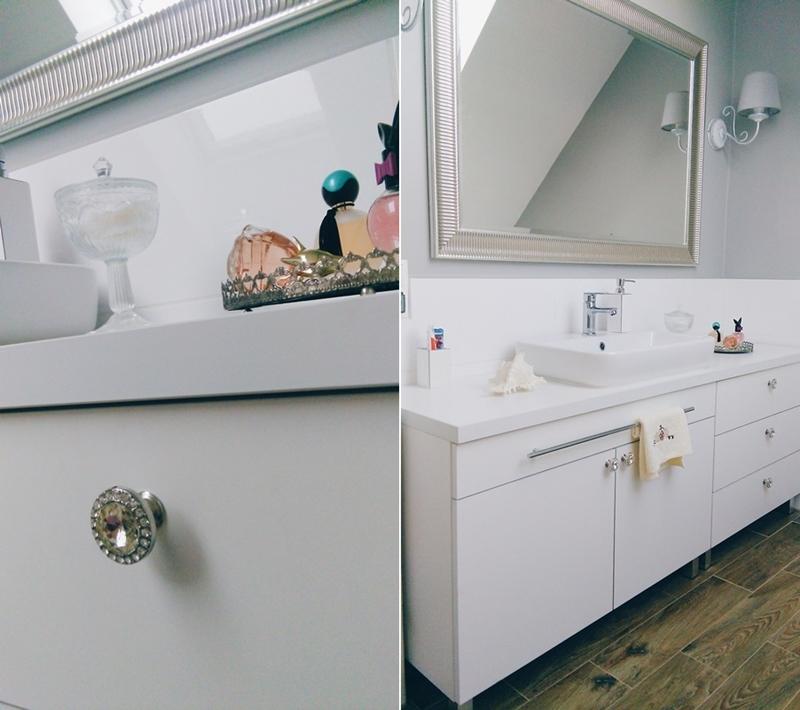 łazienka w stylu hampton, hampton bathroom, perfumy w łazience, lustro ikea, taca na perfumy, dodatki home&you