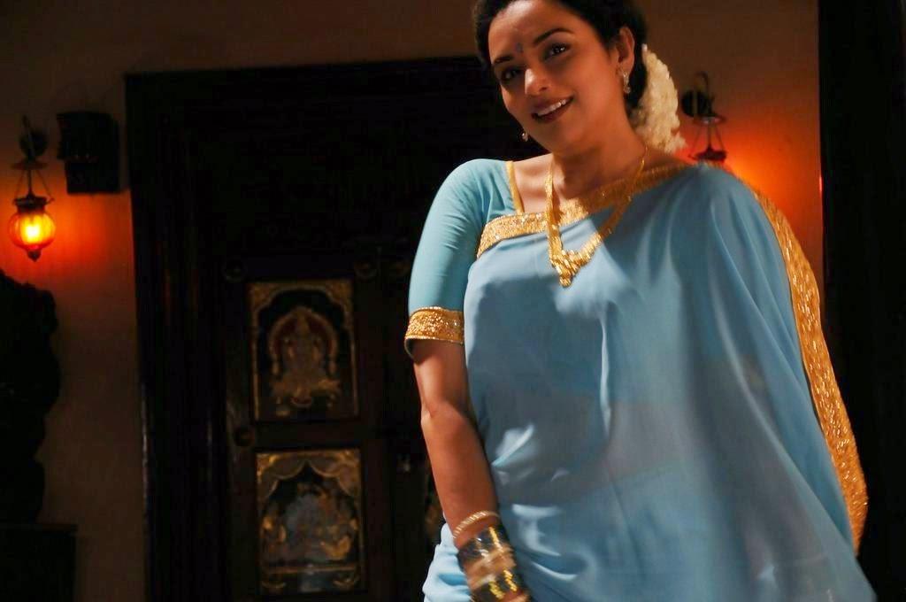 DEVADIYAL: முந்தானையை மெதுவாக விலக்கி Tamil House Wife