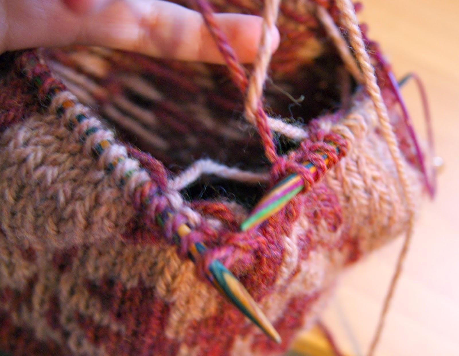tricot comment croiser les fils de deux couleurs