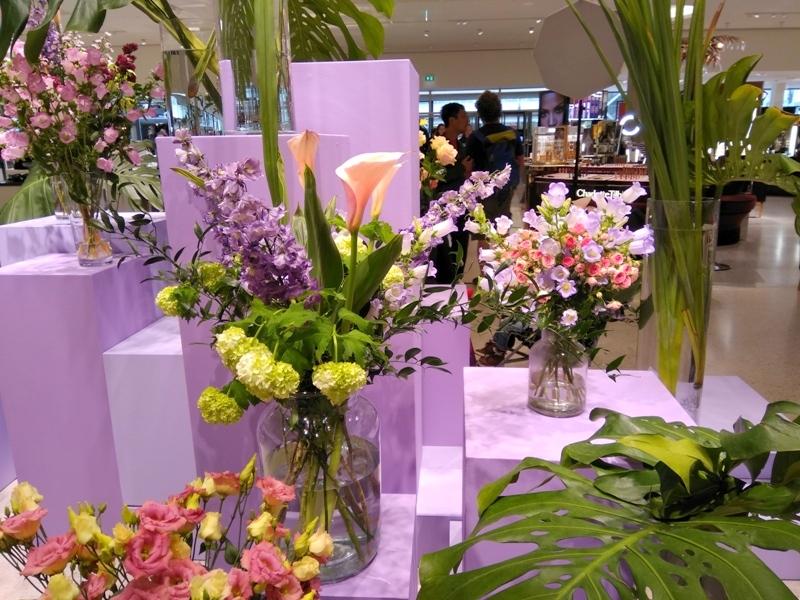 bijenkorf rotterdam cosmetics floor flowers picture spot