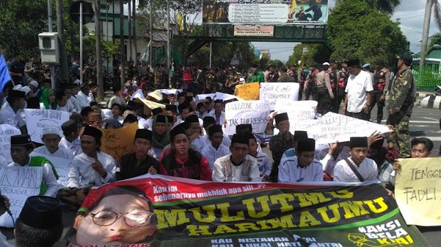 Gelar Tahlilan, Santri Jember Protes Politisi Gerindra 'Fadli Zon'