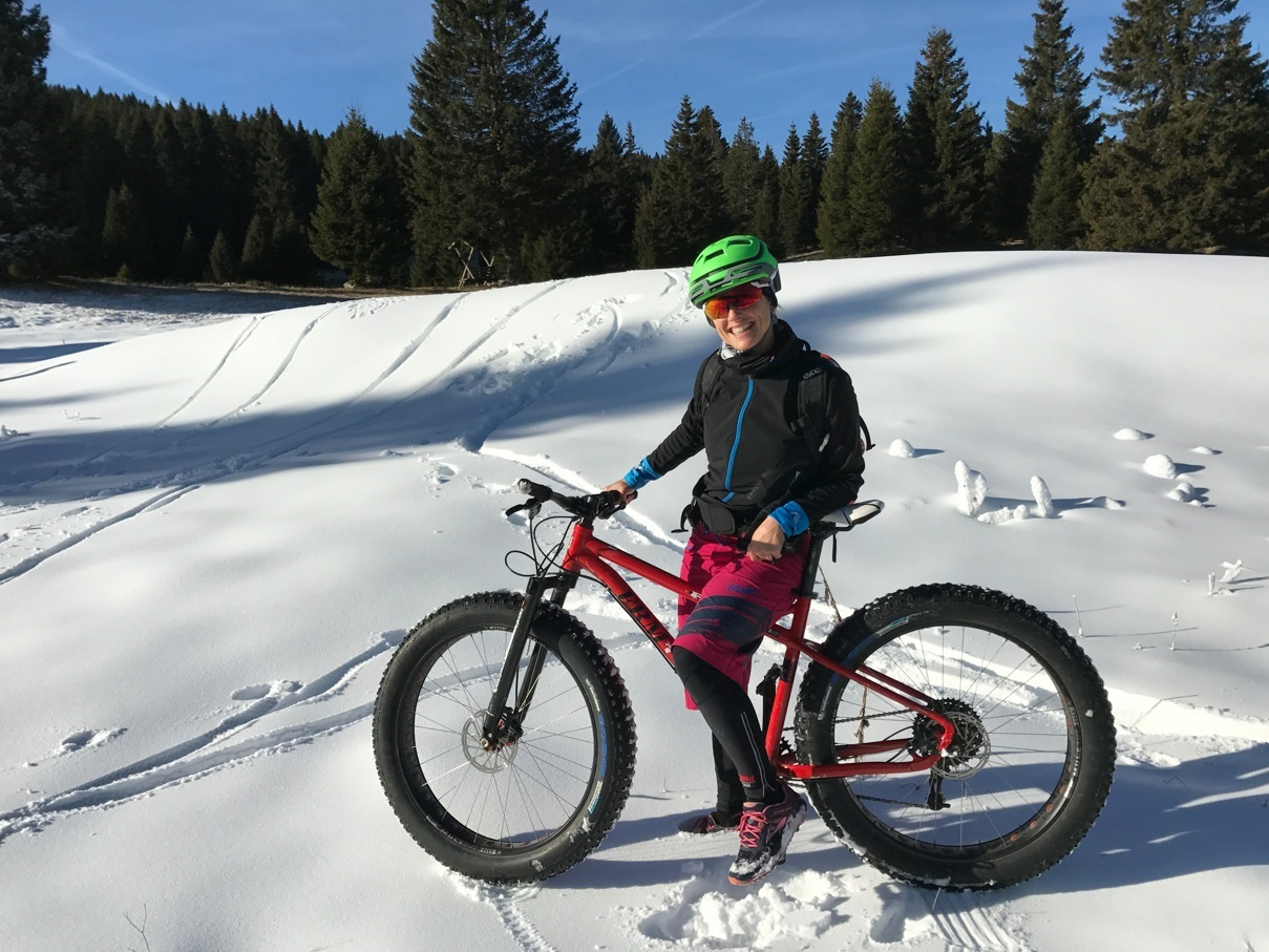 Elena Martinello on the snow with a fat bike in Folgaria