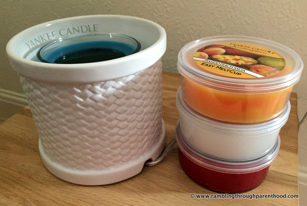 Looks beautiful and is convenient to use -Yankee Candle Scenterpiece Easy MeltCup Warmer