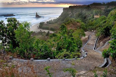 foto jalan menuju pantai buyutan pacitan