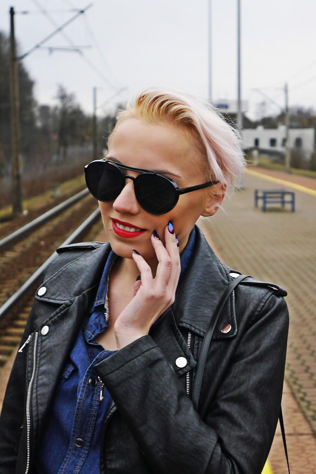 jeansowa_koszula_czarna_ramoneska_kozaki_z_kolano_karyn_look_230217g