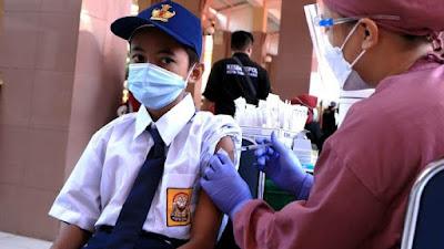 Siswa dari 33 SMP dan 46 SMA Negeri dan Swasta se-Kota Tangerang di Vaksin
