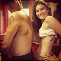 tatuajes de padre e hija plumas