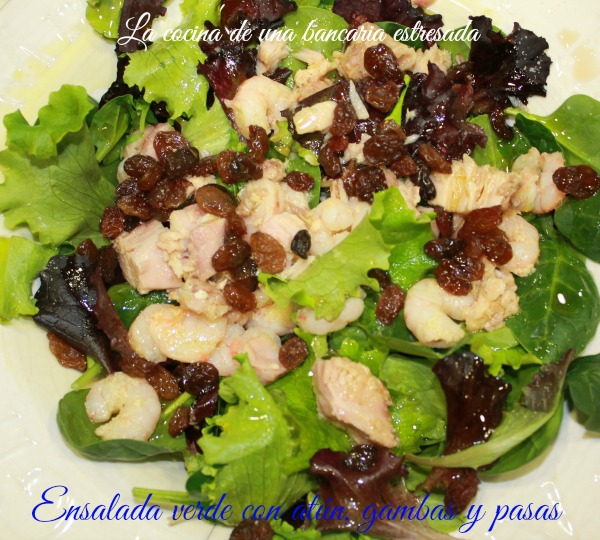 Receta de ensalada verde con atún y gambas, paso a paso y con fotografías