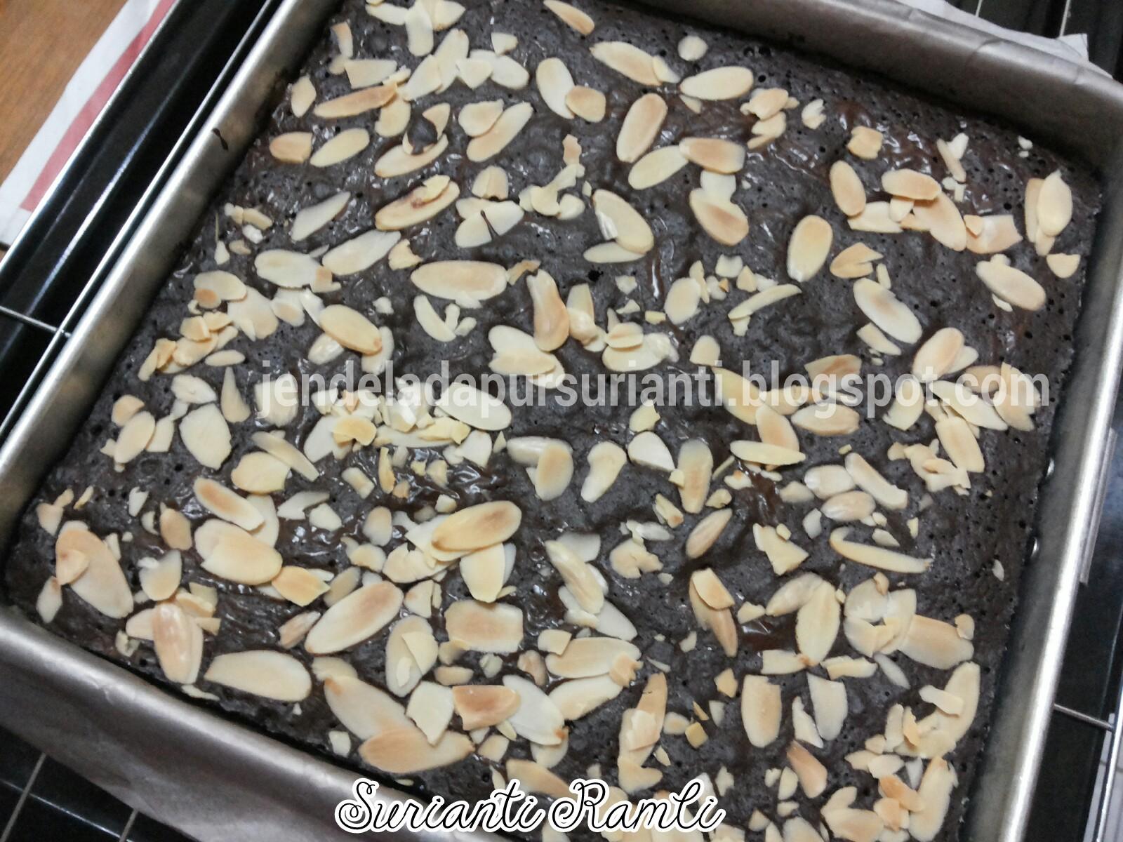 Tuangkan Adunan Dan Taburkan Almond Flakes Atau Nibs Bakar Selama 30 35mnt Suhu 160 170 Api Atas Bawah Dah Siap Masak Tutup Suis