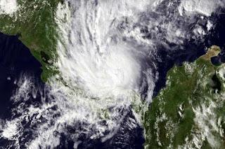 El huracán, cada vez más poderoso, tocará tierra entre la noche de hoy viernes y la mañana del sábado.