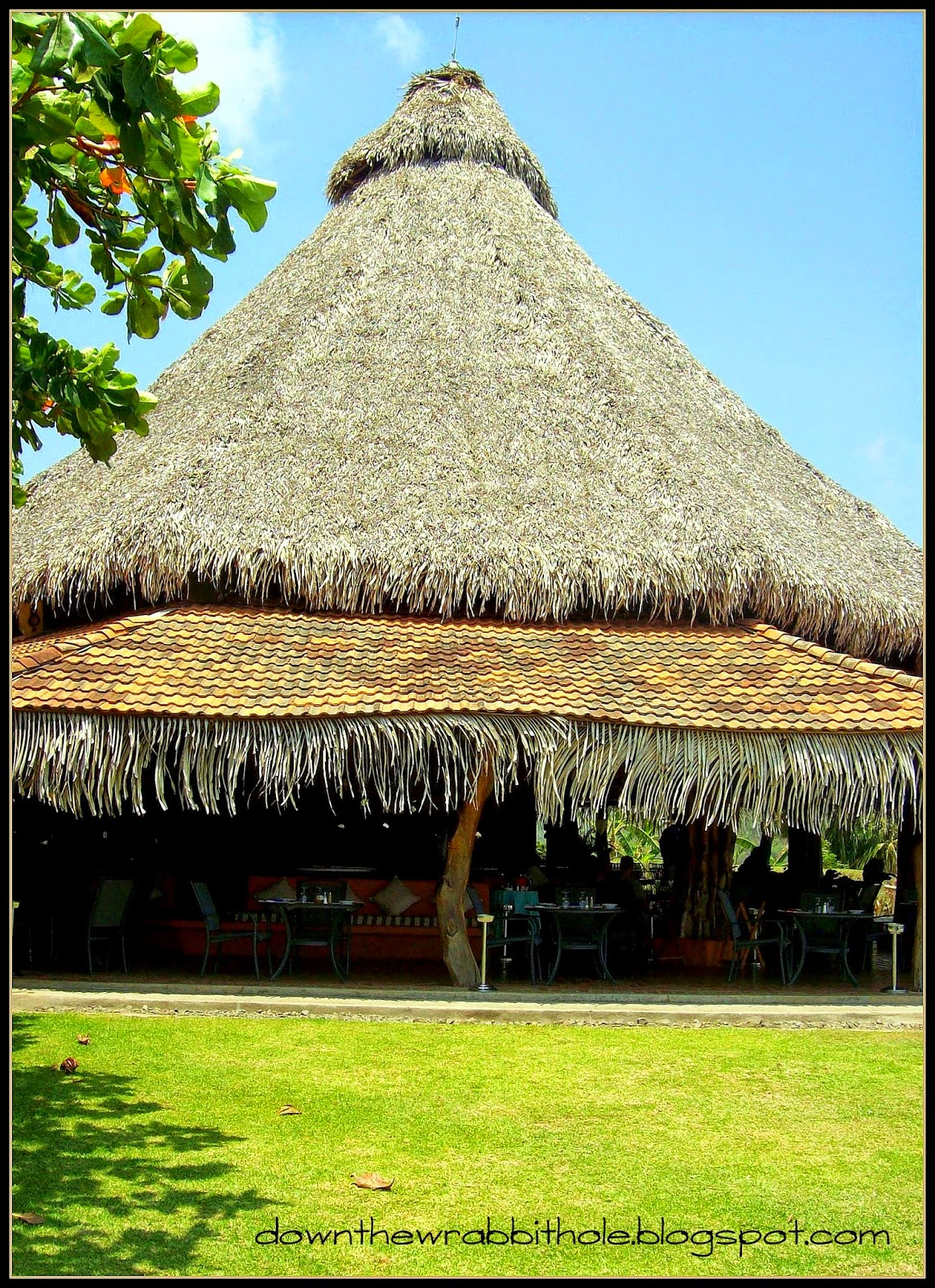 grass hut restaurant, Costa Rica buildings