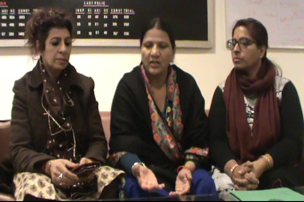 महिला आयोग से पीडित युवती ने की आरोपियों को सजा-ए-मौत देने की मांग