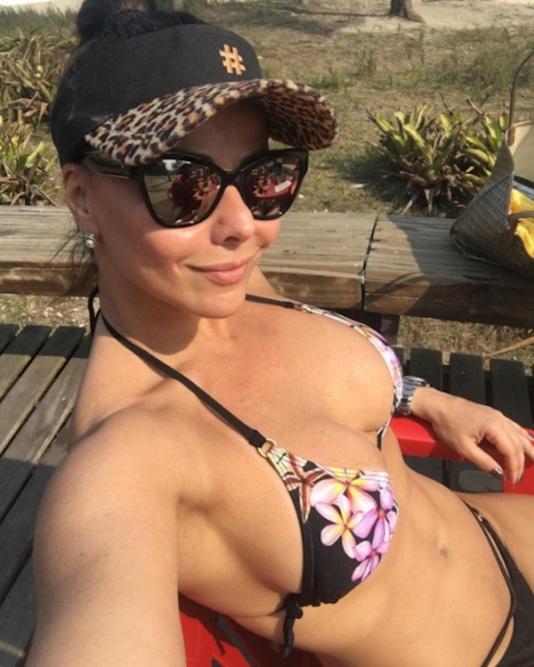 Resultado de imagem para Viviane Araújo exibe corpão de biquíni e faz reflexão nas redes sociais; Veja fotos