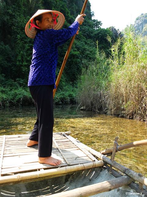 reserve van long ninh binh vietnam campagne baie halong terrestre bateau barque bambou sampan capitaine vieille dame villageoise