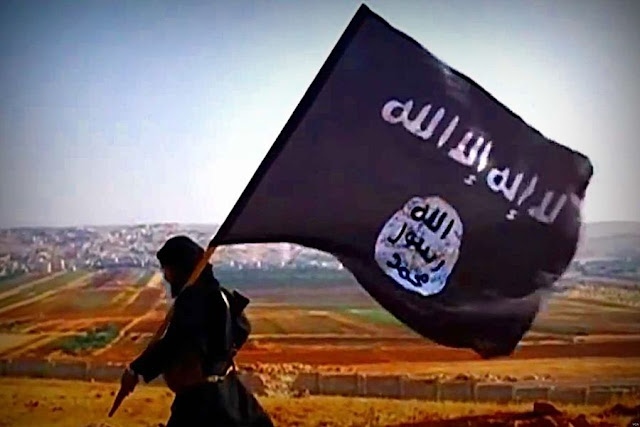 Image Attribute: ISIS Fighter in Iraq in a propaganda video / Source: Screen grab from Wikipedia