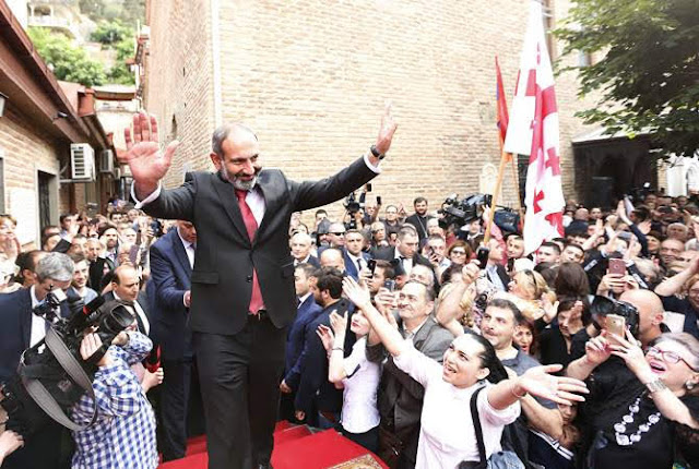 Emotivo encuentro entre Pashinyan y la comunidad armenia en Tiflis