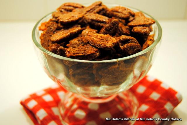 December Food & Recipe Basket at Miz Helen's Country Cottage