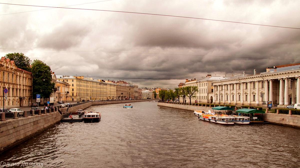 Вид с моста с конями Невском фото