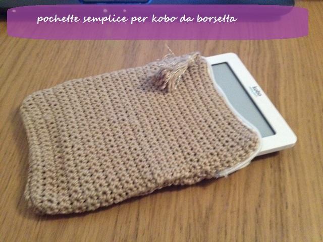 pochette crochetée taupe pour kobo