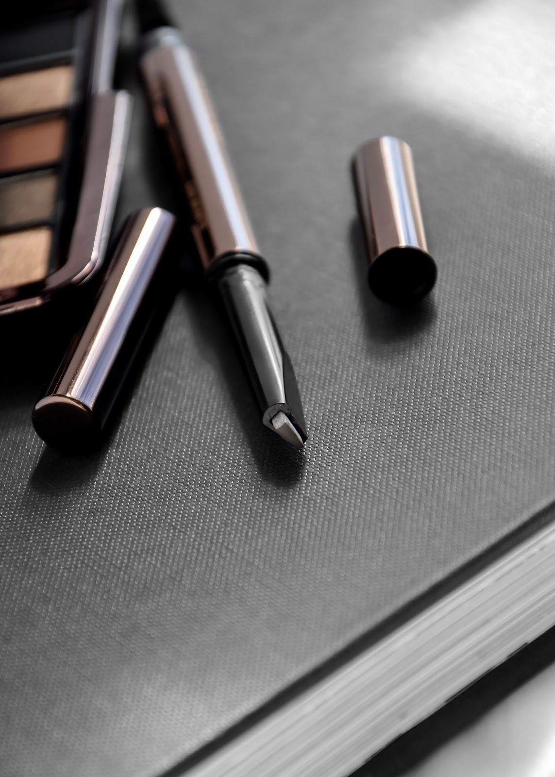 Hourglass Cosmetics Arch Brow Sculpting Brow Pencil swatches