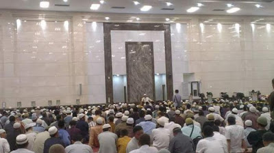 Datangi Masjid Dengan Pakaian Terbaikmu