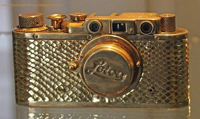 Altın Leica Fotoğraf Makinesi