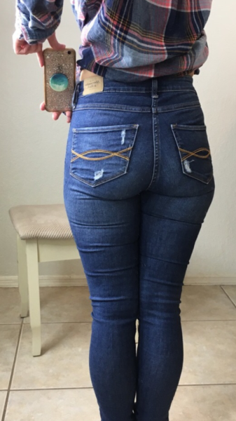 These Hottest Women in Jeans Looking So Stunning (40 Pics)