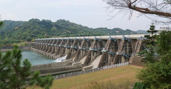 台中石岡水壩,國人自行設計施工完成的石岡壩