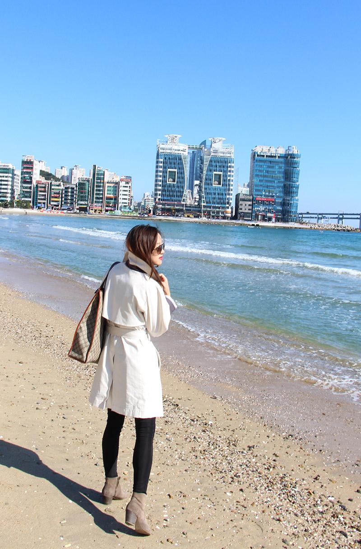 тренчкот, пусан, бусан, корея, сеул, блоггер в сеуле, ktx, трафик, гваннали, гваннаддеге, гваннан мост, туризм, отдых, море, смена обстановки, очки, леггинсы, солнце, волны, отличная погода, заряд энергии, дикер ботинки, замшевая обувь, dicker boots, shezgood, trench coat, fashion blogger in korea, fashion blogger, south korea, Южная корея, дизайнер, студент, романтика