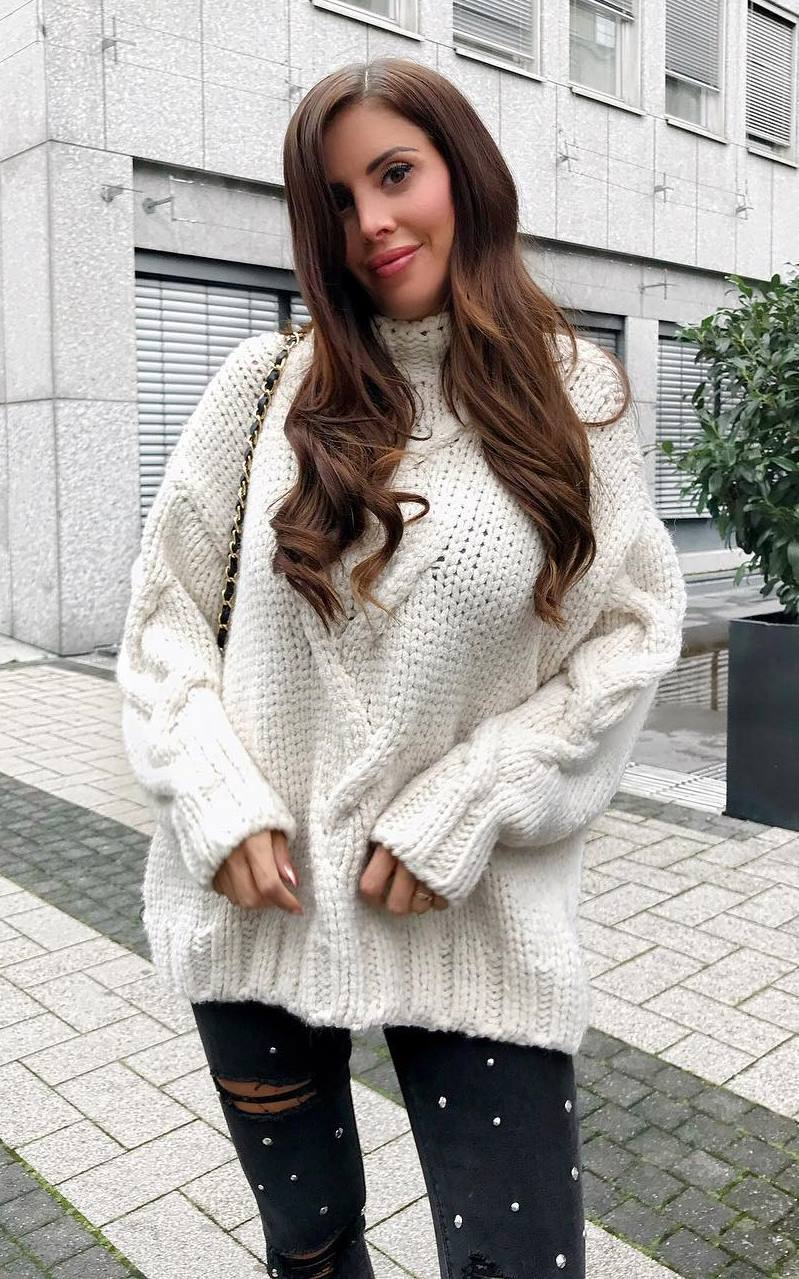 how to style a knit oversized sweater : crossbody bag and rips