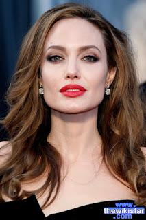 آنجلينا جولي (Angelina Jolie)، ممثلة أمريكية