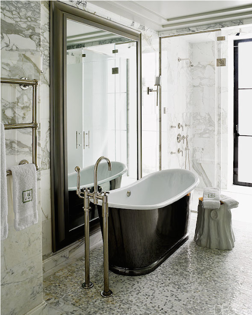barble bathroom with black tub