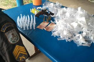 http://vnoticia.com.br/noticia/3702-elemento-preso-com-arma-municoes-e-drogas-em-gargau