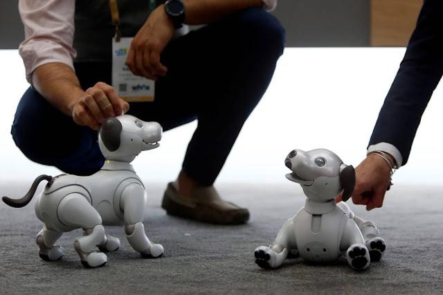 Cão-robô Aibo, da Sony (Steve Marcus/Reuters)