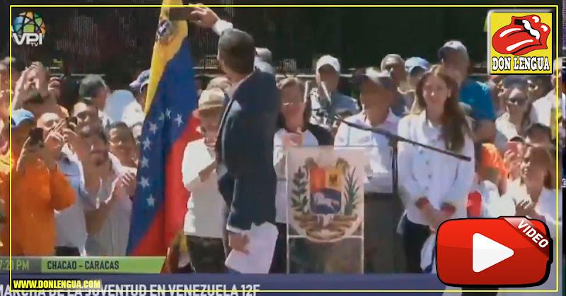 Guaidó se tomó una selfie en medio de un discurso para que lo vea todo el mundo