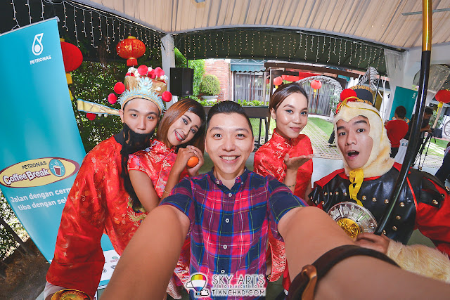 #TCSelfie with gorgeous people who dressed up for this Chinese New Year event