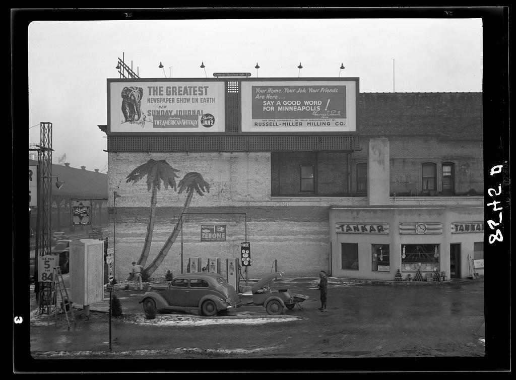 Black  White Photos of Gas Stations in USA 1930s  1940